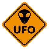 UFO dei segnali stradali del pericolo Immagini Stock