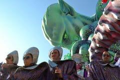 UFO del carnaval de Viareggio imagenes de archivo