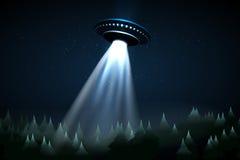 UFO di volo sopra la foresta di notte illustrazione di stock