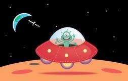 UFO die op de oppervlakte van Mars landen Stock Foto