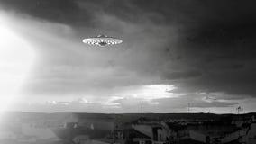 UFO die over een stad vliegen royalty-vrije illustratie
