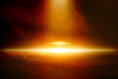 Ufo in donkere hemel Royalty-vrije Stock Foto