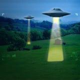 UFO i en äng Royaltyfria Foton