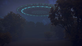 UFO im Nachtwald Lizenzfreies Stockfoto