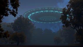 UFO im Nachtwald Lizenzfreie Stockfotos