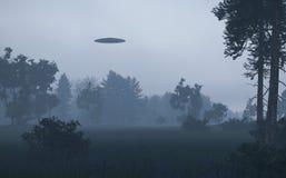 UFO nella foresta di notte Immagini Stock Libere da Diritti