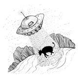 UFO obcy uprowadza, uprowdzają krowy na gospodarstwie rolnym, blisko lasowego d Zdjęcia Royalty Free