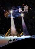 UFO over piramides Stock Afbeelding