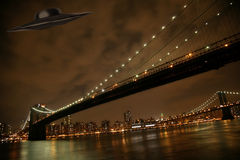 UFO unter Manhattan Lizenzfreies Stockbild