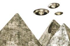 UFO volant au-dessus des pyramides illustration stock