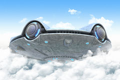 UFO w chmurach ilustracja wektor
