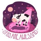 UFOs é impressionante! vector o cartaz com a vaca no monte e no UFO na noite com Lua cheia e estrelas (desenhos animados Imagem de Stock Royalty Free