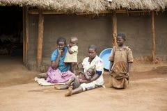 Uganda-Familie lizenzfreies stockbild