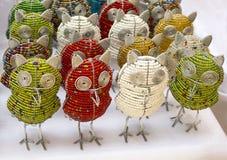 Uggla för fågel för afrikanska traditionella handgjorda färgrika pärltrådleksaker djur Royaltyfria Foton
