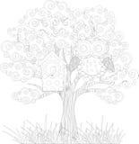 Uggla på trädet Arkivbilder