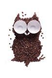 Uggla, som har lagts ut från korn av kaffe, med ögon från Fotografering för Bildbyråer