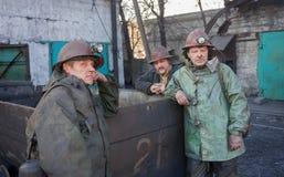 Uglegorsk Ukraina - mars, 12, 2014: Gruvarbetare bryter Uglegorskaya n Royaltyfria Bilder