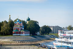 Uglich - en forntida stad på Volgaet River Arkivbild