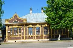 Uglich, Rosja Muzeum rzemiosła i twórczości ` dom z platbands ` poprzednim domem handlarzi Evreinov Yaroslavskaya Stree obrazy stock