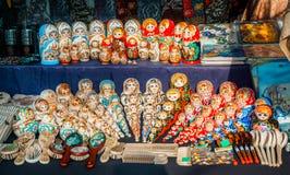 Uglich, Rusland - 20 Juli 2017: Kleurrijke Russische het nestelen poppen bij de markt Royalty-vrije Stock Fotografie
