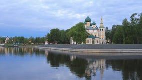 Uglich, Rusland Weergeven van Kerk van Transfiguratie stock videobeelden