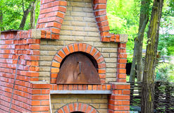 Ugn i borggården av ett byhus i Ukraina Royaltyfria Foton