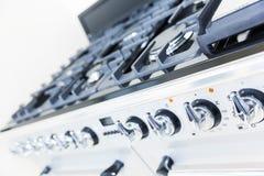 Ugn på det vita moderna köket Fotografering för Bildbyråer