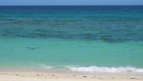 UHD della spiaggia tropicale stock footage