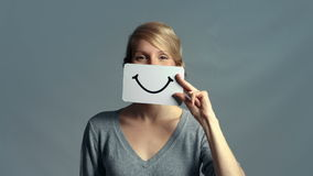 UHD-Vrouw die haar Emoties tonen stock footage