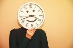 Uhr anstelle eines Kopfes Stockfotografie
