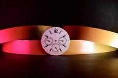 Uhr-Attrappe mit bunter Hintergrund-Vorrat-Fotografie Lizenzfreie Stockbilder