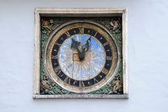 Uhr auf der Kirche des heiligen Geistes Lizenzfreies Stockfoto