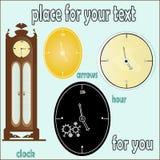 Uhr auf einem hellen Hintergrund Ihr Textbeispiel Lizenzfreie Stockfotos