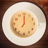 Uhr auf Kaffee Lizenzfreies Stockbild
