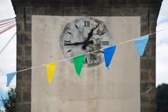 Uhr auf San Nicolo Church in Ligosullo Stockfoto