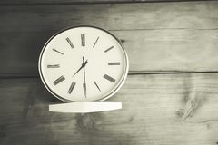 Uhr auf Tabelle Stockfoto