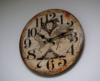 Uhr auf weißem Hintergrund Lizenzfreie Stockfotos