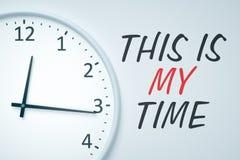 Uhr an der Wand Lizenzfreie Stockfotos