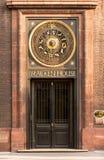 Uhr des astronomischen Jahres des Adlerfarn-Hauses London, Großbritannien Stockfotografie