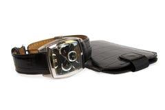 Uhr des Mannes mit einem ledernen Gurt und einer Abdeckung Stockbilder
