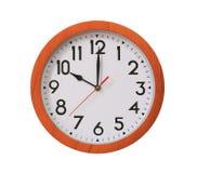 Uhr des Musterbraunholzes in zehn Uhr lokalisiert auf weißem BAC Lizenzfreie Stockfotos