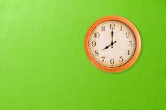 Uhr, die 8 Uhr zeigt Stockfotos
