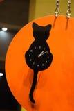 Uhr mit einem Blick der schwarzen Katze Lizenzfreies Stockbild