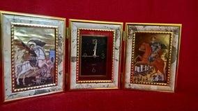 Uhr mit religiösen Szenen stockfotografie
