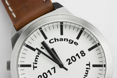 Uhr mit Text Zeit, 2017 2018 zu ändern Stockfotografie