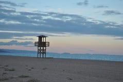 Uhr-Turm auf dem Strand Stockbild