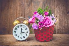 Uhr und Blume Stockbilder