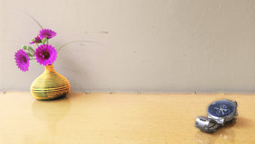 Uhr und Blume Stockfotos