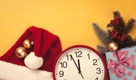 Uhr und Geschenke Lizenzfreies Stockfoto