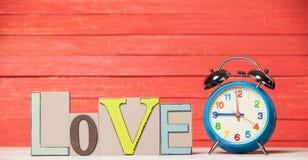 Uhr und Wort Kaffee Stockbild